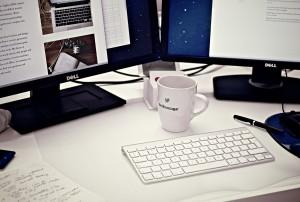 scrivania con documento modello 770